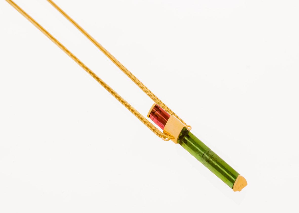 Kette länglich pinkfarbener und grüner Turmalin gefaßt und Kette in 750er Gold
